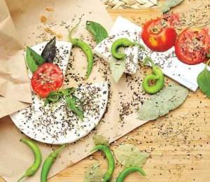 378504 241 300x260 درست کردن پنیر در خانه به سبک هندیها